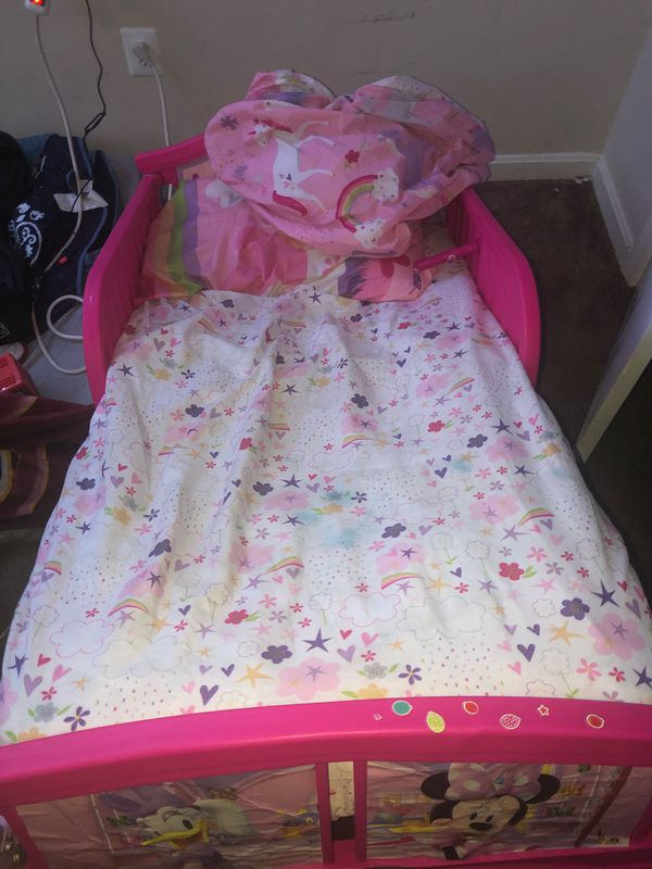 Toddler bed Minnie mouse