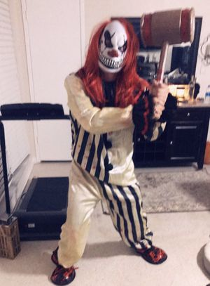 Full scary clown costume for Sale in Fort Lauderdale, FL