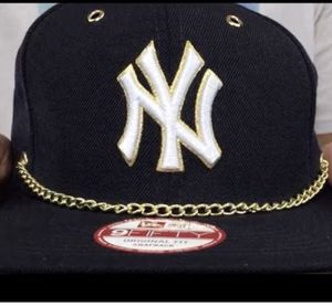 Yankees Hat SnapBack with gold chain for Sale in Nashville, TN