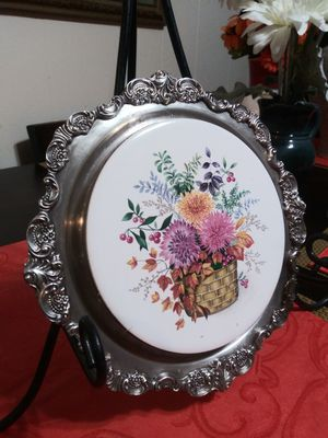 VINTAGE BAROQUE BY WELLACE SILVERPLATE FLOWER BASQUET 245 SIZE 9x9 for Sale in San Diego, CA