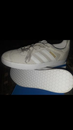 Adidas women's size 8 for Sale in Modesto, CA