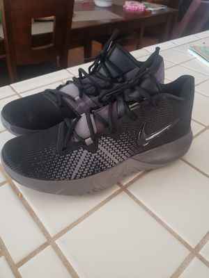 Mens size 9 Nike Kyrie basketball shoes for Sale in San Jacinto, CA