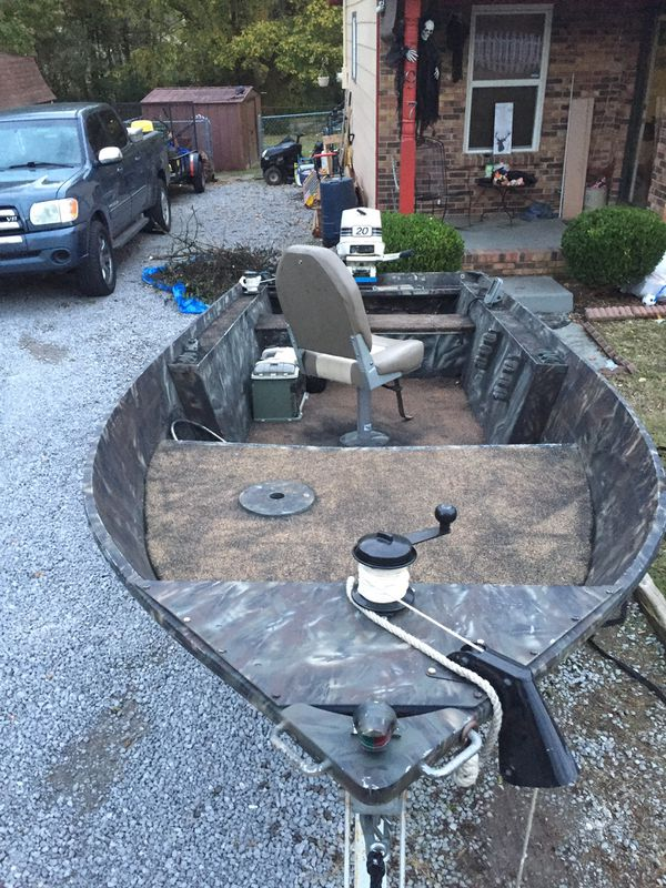 Smoker craft 14 foot aluminum lots of new staff I'm looking for a truck or cash offers