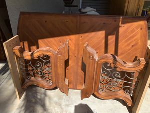 Table and chairs for Sale in Corona, CA