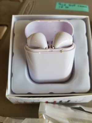 Wireless Earbuds with charging case NEW for Sale in Belleville, IL