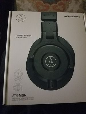 Audio Technica ATH-M40x Like new in box with all cables for Sale in Fountain Valley, CA