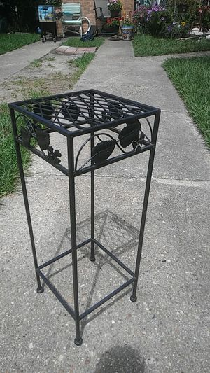 """2 ft tall metal plant stand10""""×10"""" square for Sale in Chesapeake, VA"""