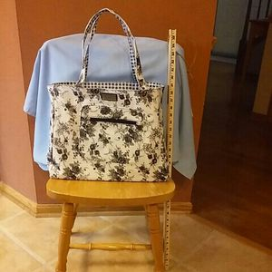 """Bella Russo Black & White Large Tote Bag Reversible Flowers Polka Dots 15"""" x 5"""" x 13"""" NEW for Sale in Macedonia, OH"""