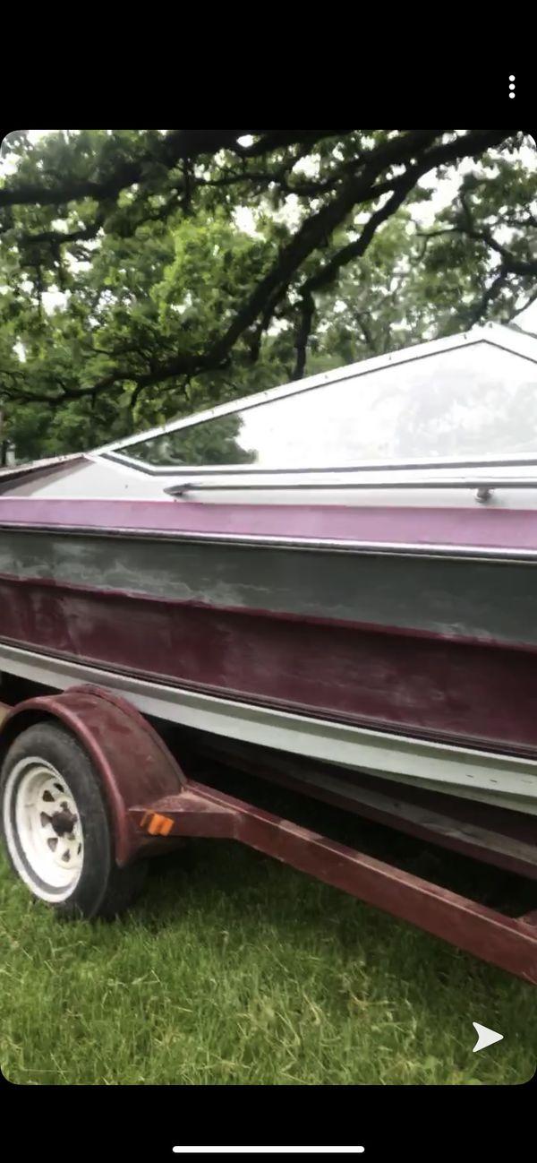 1980s maxum 125hp ski boat,
