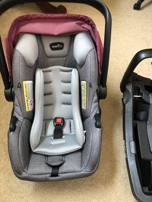 EVENFLO SAFEMAX Car Seat with base for Sale in Fountain Hill, PA