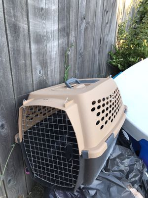 CARRIER MEDIUM SIZE PET for Sale in Tacoma, WA