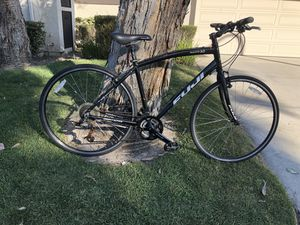 Fuji Absolute 3.0 M/L Hybrid Road Bike for Sale in Fountain Valley, CA