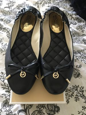 Michael kors leather flats for Sale in Riverview, FL