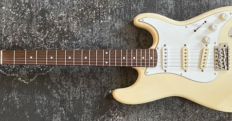 Vintage 1980's Fender squier Stratocaster Olympic White for Sale in Cherry Hill,  NJ