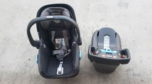 UPPAbaby car seat and base (Used) for Sale in Gardena, CA