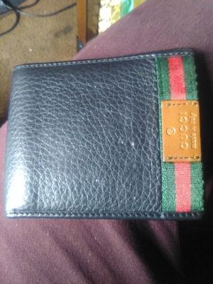 Gucci Men's wallet for Sale in Los Angeles, CA