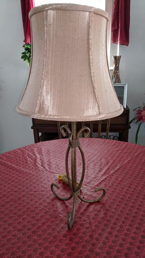 TABLE LAMP WITH SILK SHADE for Sale in Pompano Beach, FL