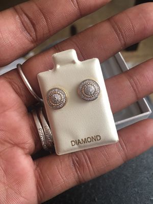 10 KT Yellow Gold Diamond Earrings for Sale in Tampa, FL