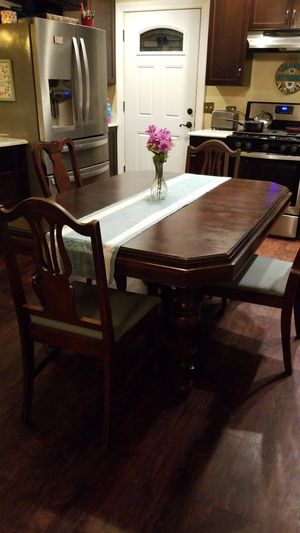 Kitchen dining table and 4 chairs for Sale in Oswego, IL