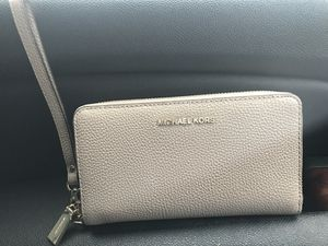 Michael Kors Wristlet for Sale in Indianapolis, IN