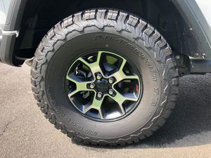 315/70/17 BFGoodrich Jeep wheels and tires for Sale in Phoenix, AZ