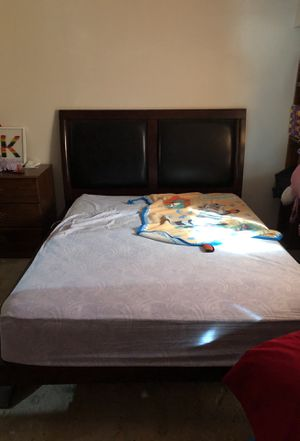 Queen bed/bed frame for Sale in Yuma, AZ