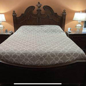 King Size Wooden Bedroom Set for Sale in Auburn, WA