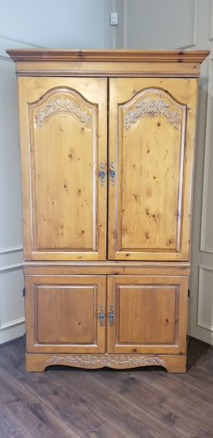 Armoire/TV cabinet for Sale in Mesquite, TX