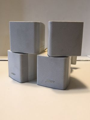 BOSE DOUBLE CUBE SWIVEL SATELLITE SURROUND SPEAKERS LOT OF 2 W/ Mount for Sale in Elgin, IL
