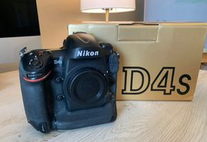 Nikon D4S DSLR (body only) black for Sale in Waldorf, MD