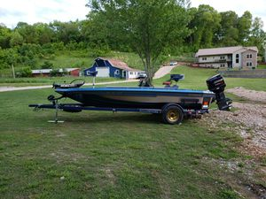 Champion bass boat for Sale in Bentonville, AR