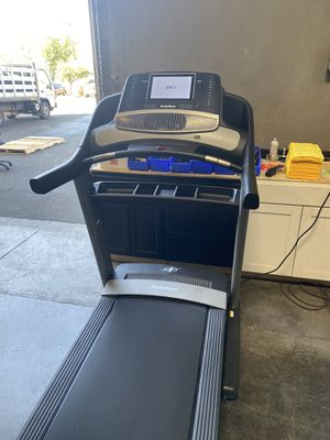 2020 NordicTrack Commercial 1750 Treadmill - Consumers Best Buy! for Sale in Peoria, AZ