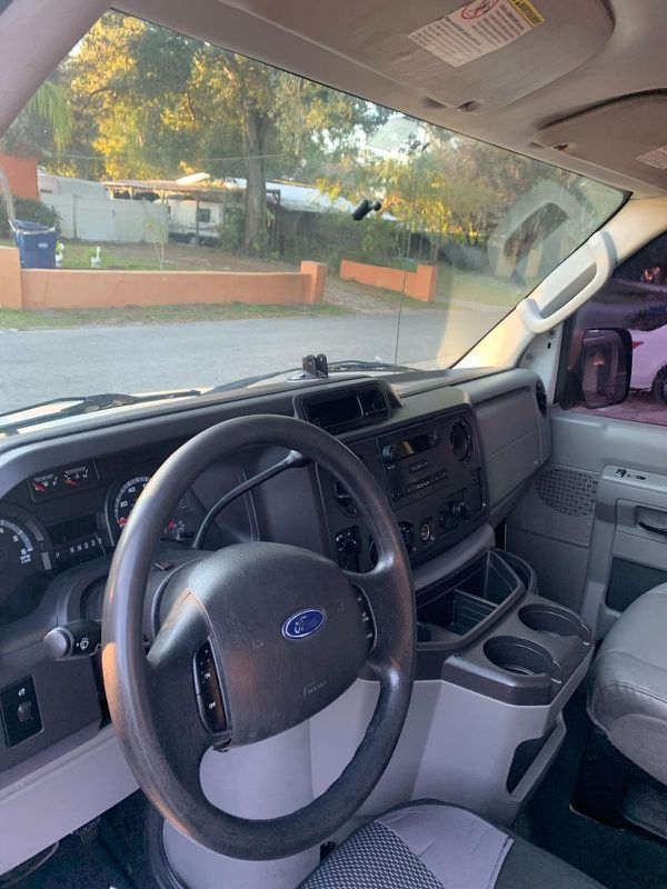 ford E 350 year 2010