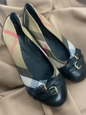 Authentic girls Burberry flats size 34 like new for Sale in Raleigh, NC