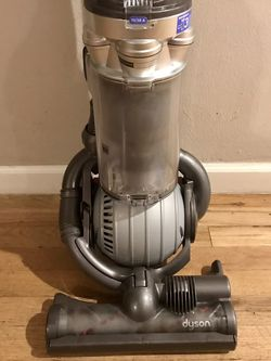 Dyson DC 25 Vacuum Cleaner - Silver Grey for Sale in Tacoma,  WA