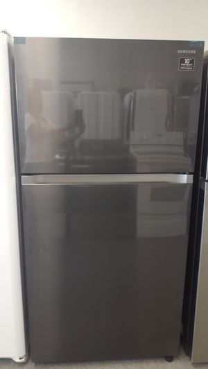 Samsung 21.1 Cubic Feet Black Steel Refrigerator New for Sale in Haines City, FL