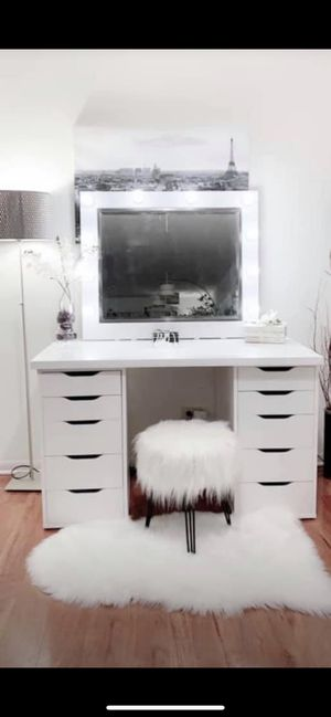 NEW Gorgeous vanity makeup table 10 drawers with large hollywood mirror all new available delivery for Sale in Des Plaines, IL