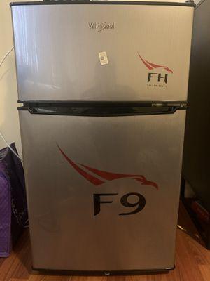 Whirlpool mini fridge 3.1 cu ft for Sale in Bell, CA