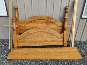 Solid Oak Queen Four Post Bed Frame. for Sale in Yakima, WA