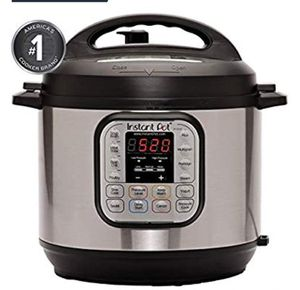 New Instant Pot DUO80 8 Qt 7-in-1 Multi-Use Programmable Pressure/Slow Cooker for Sale in Pembroke Pines, FL