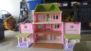 Doll house with toys and more for Sale in Tomball, TX