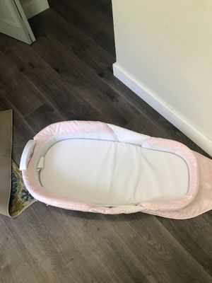 Snuggle nest infant travel bed for Sale in Lake Helen, FL