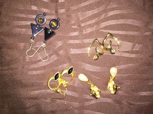 4 pairs of earrings : pearl diamond gold for Sale in Austin, TX