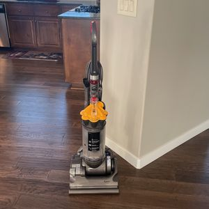 Dyson DC33 Vacuum for Sale in Vancouver, WA