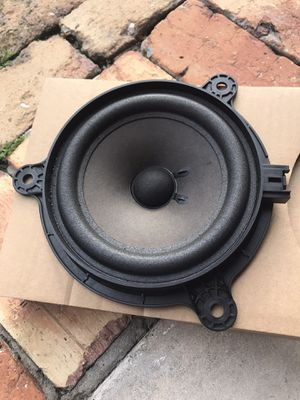 Factory Bose speaker( left or right) for Sale in Pompano Beach, FL