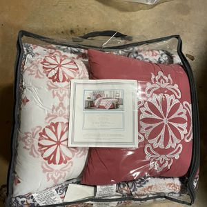 Queen And King Bedding Set for Sale in Douglasville, GA