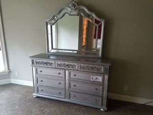 Its $1599 (PLEASE READ THE AD BEFORE YOU REPLY) 4pc Queen or king bedroom set free delivery for Sale in Lithonia, GA