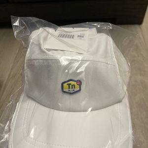 SUPREME x Nike Air Max Running Hat WHITE for Sale in Chicago, IL