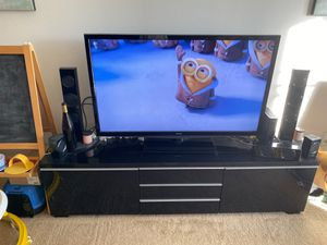 Toshiba 50-Inch LED-LCD HDTV & TV stand ($200 obo) for Sale in Fullerton, CA