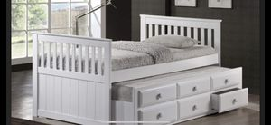 White twin day bed wth both Matt's 🎈🎈🎈🇺🇸 for Sale in Fresno, CA
